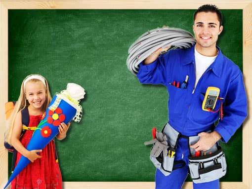 Grundschülerin und Elektriker