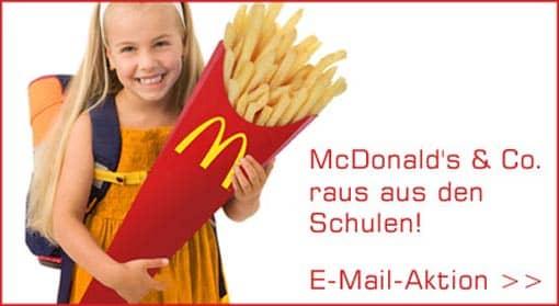 Kind mit McDonald's-Schultüte steht für E-Mail-Aktion von Foodwatch