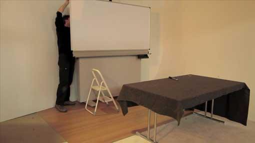 Montieren der mit Folie bezogenen Tafel an der alten Tafelbasis