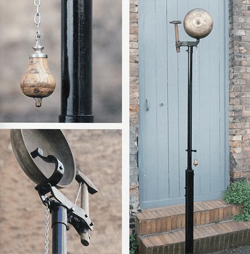 Glocke in drei Fotos dargestellt