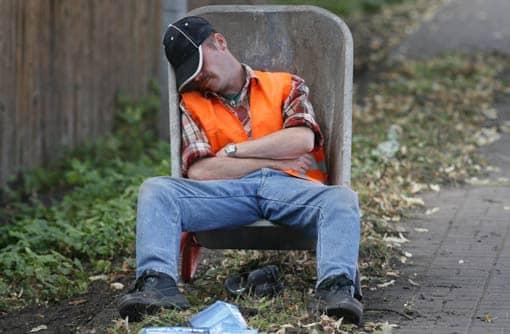 https://www.lehrerfreund.de/medien/_lf_artikel_bilder/3695-schlafender-arbeiter.jpg