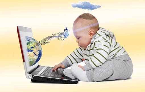 Baby am Computer