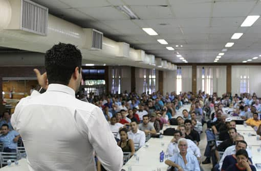 Lehrer hält einen Vortrag