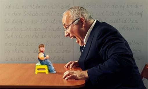 Lehrer schreit Kind an