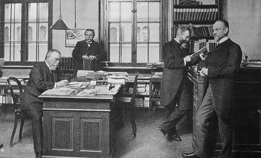 Beamte in einem Büro