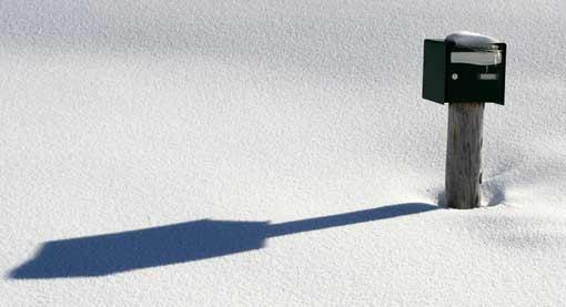 Briefkasten im Schnee