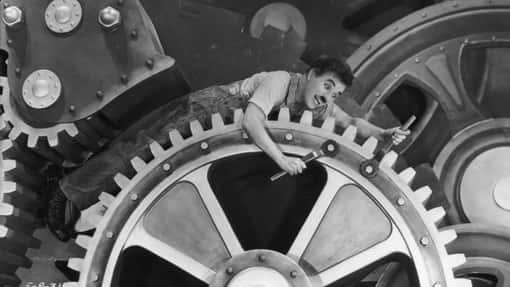 Charlie Chaplin auf Zahnrädern