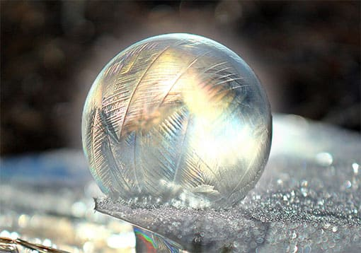 Glaskugel mit Frost und Eis