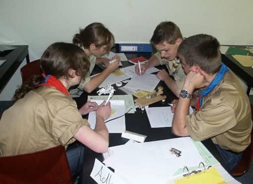Schüler bei Gruppenarbeit