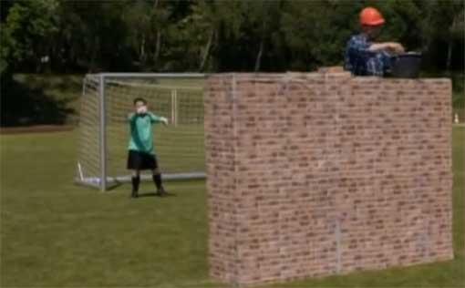 Metaphern im Fußball: Der Torwart 'dirigiert' eine 'Mauer'