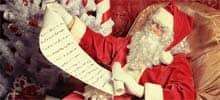 Weihnachtsmann mit Wunschliste für Geschenke