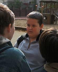 Film 'Dick & Dünner' - Szene Richard wird von Mitschülern bedroht